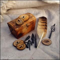 O nás - dřevo, kůže, peří, hroty